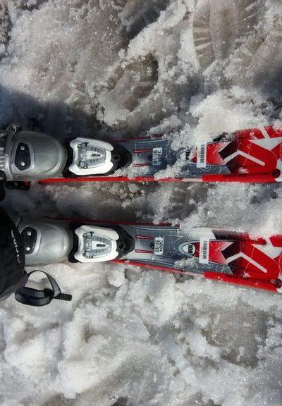 Skiausruestung - kann man in der Skischule leihen